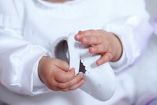 Ребенок в белом